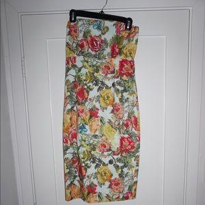 Alice + Olivia Strapless Form-Fitting Floral Dress